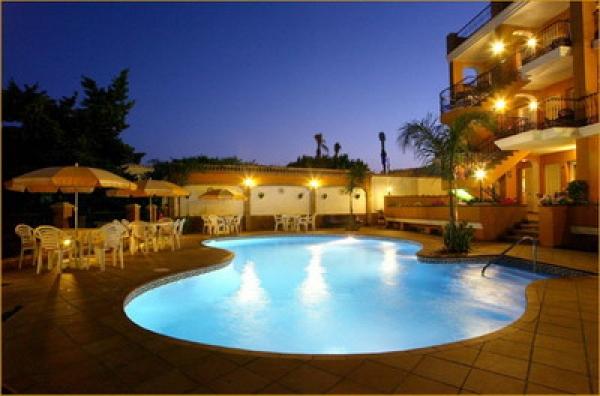 Bán khách sạn mặt tiền Thái Văn Lung Q1, 8x30