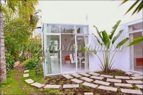 Nhà cho thuê khu Trần Não với 3 phòng ngủ sân vườn cực đẹp