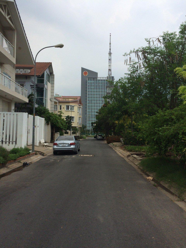 Selling land in District 2 at An Phu An Khanh suitable for housing very cheap
